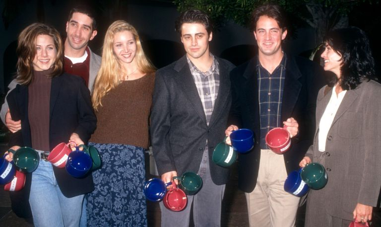 Actors Jennifer Aniston, David Schwimmer, Lisa Kudrow, Matt LeBlanc, Matthew Perry and Courtney Cox of the television comedy, Friend's pose for a portrait during an NBC Press Tour Party on January 9, 1995 in Los Angeles, California.