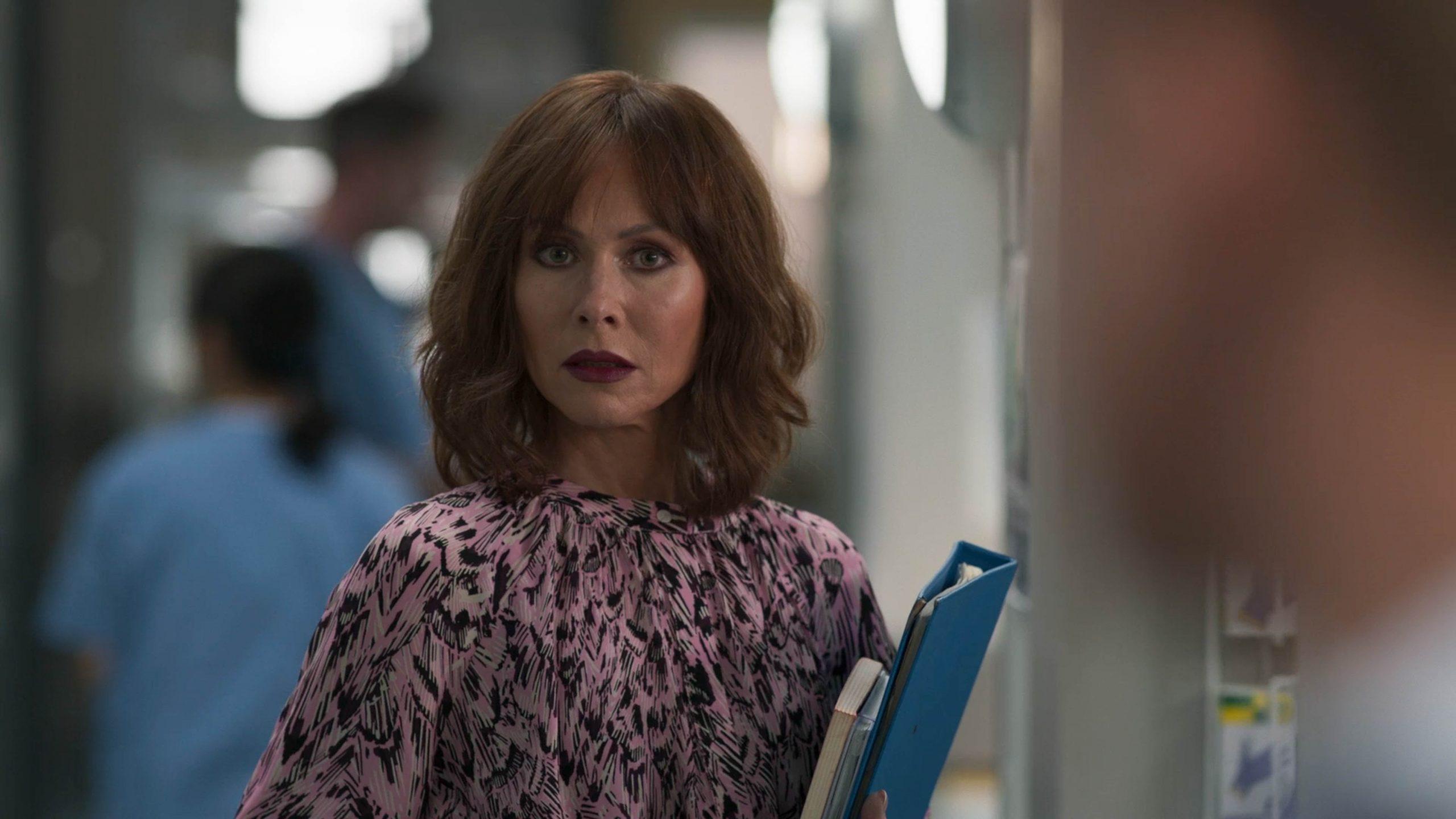 Connie se sorprende por la confrontación de Lev y Dylan