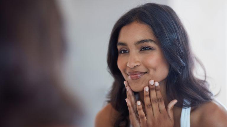 azelaic acid - woman applying skincare