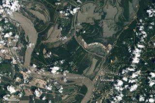 flooding-vicksburg-nat-110512-02