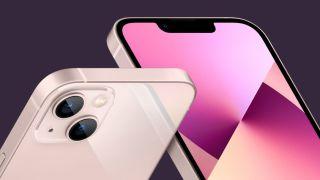 Due diverse angolazioni di iPhone 13