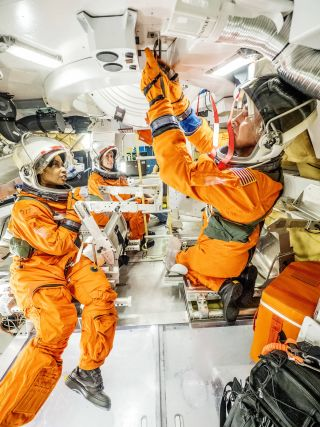 Astronauts test Orion Space capsule hatch mockup