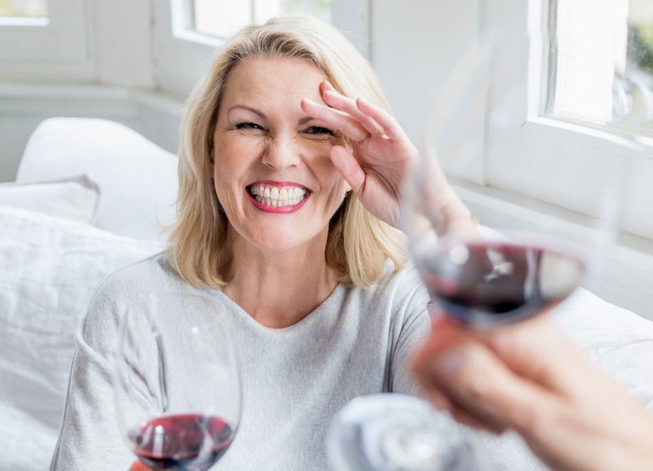 woman drinknig wine