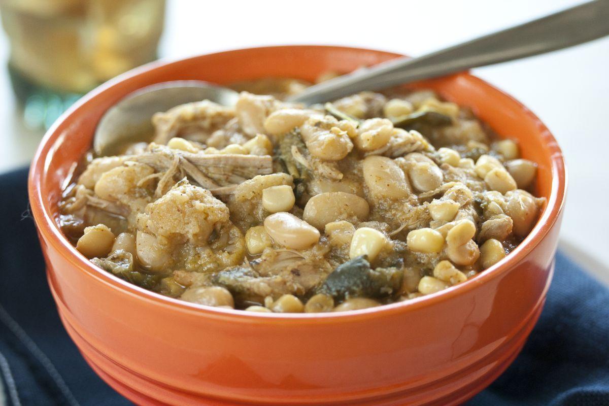 Slow-cooker white chicken chili recipe
