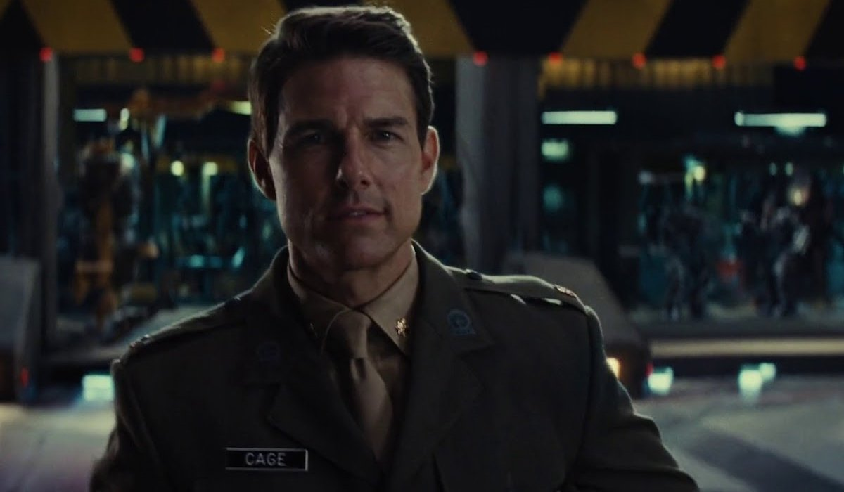 Edge of Tomorrow Tom Cruise smiling in uniform