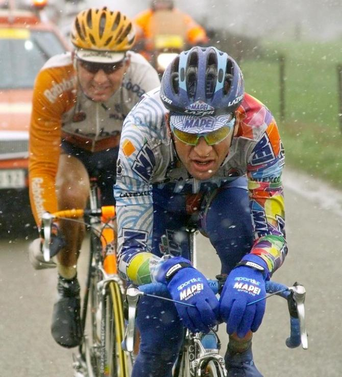Michele Bartoli leads Maarten Den Bakker during Fleche Wallone 1999. The Italian won the race but paid for his efforts a few days later in Liege