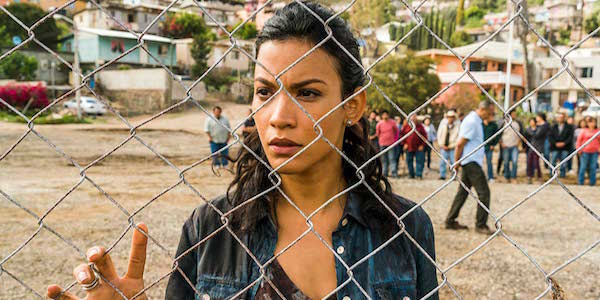 Luciana looking through a fence in Fear The Walking Dead