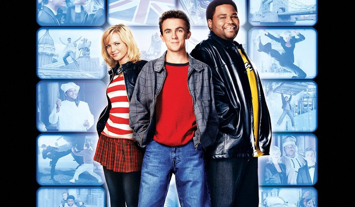 Agent Cody Banks 2: Destination London Hannah Spearritt, Frankie Muniz, and Anthony Anderson in front of a bank of video monitors