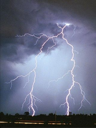 Cell Phones Increase Risk of Death By Lightning, Doctors