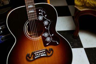 Gibson Noel Gallagher J-150