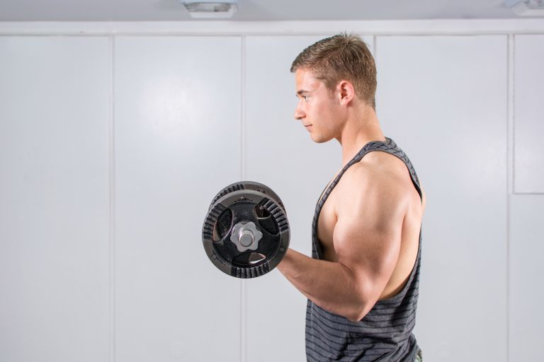 get big arms fast at home: man doing bicep curls