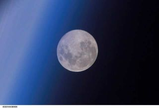 See a Huge Moon Illusion Wednesday