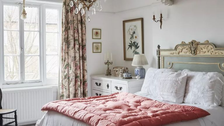 A vintage-style bedroom