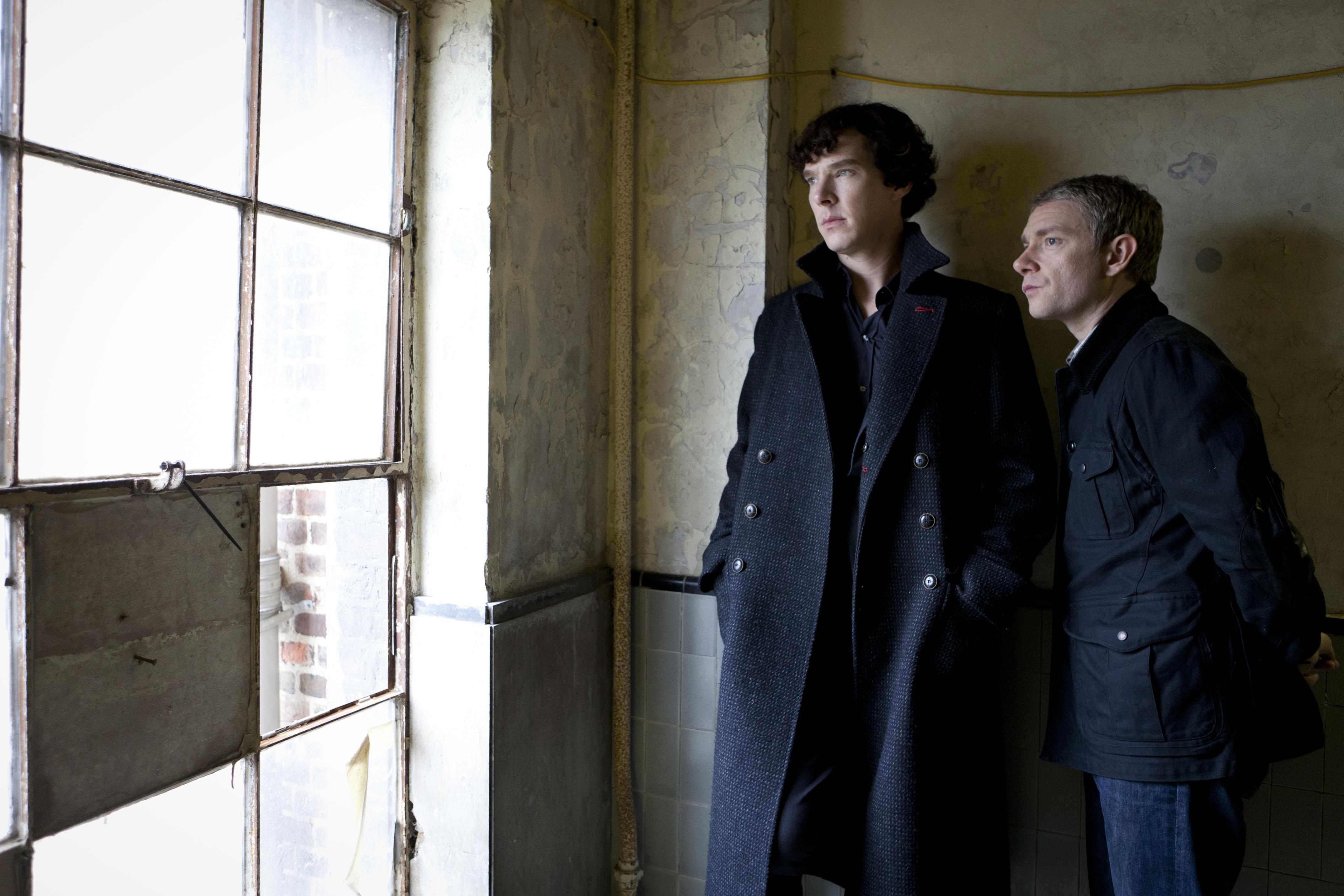 Benedict Cumberbatch y Martin Freeman como Sherlock y el Dr. Watson.