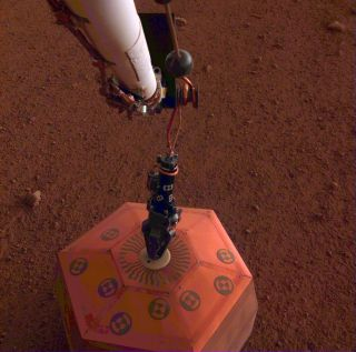 InSight Places Seismometer on Mars