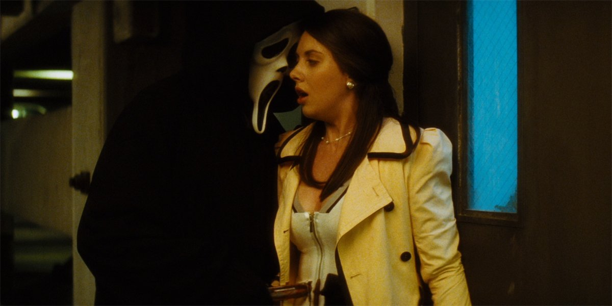 Alison Brie gets stabbed in Scream 4