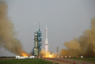 Shenzhou 9 launches on space docking mission on June 16, 2012