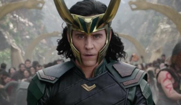Thor: Ragnarok Loki ready to fight, horned helmet and all