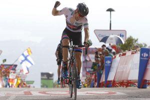 Tom Dumoulin takes Vuelta a España lead as Chris Froome roars back