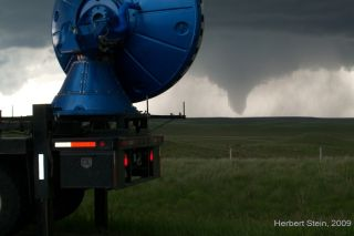 storm chasers, monitoring tornadoes