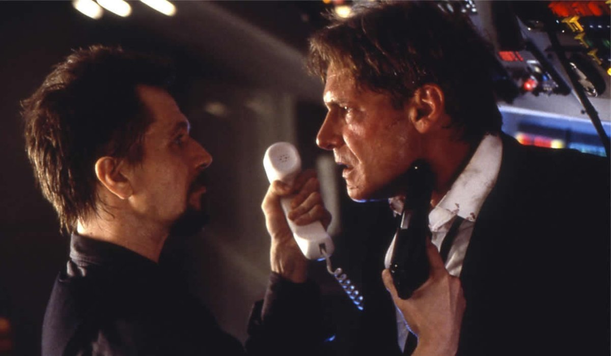 Air Force One Gary Oldman holds Harrison Ford at gunpoint
