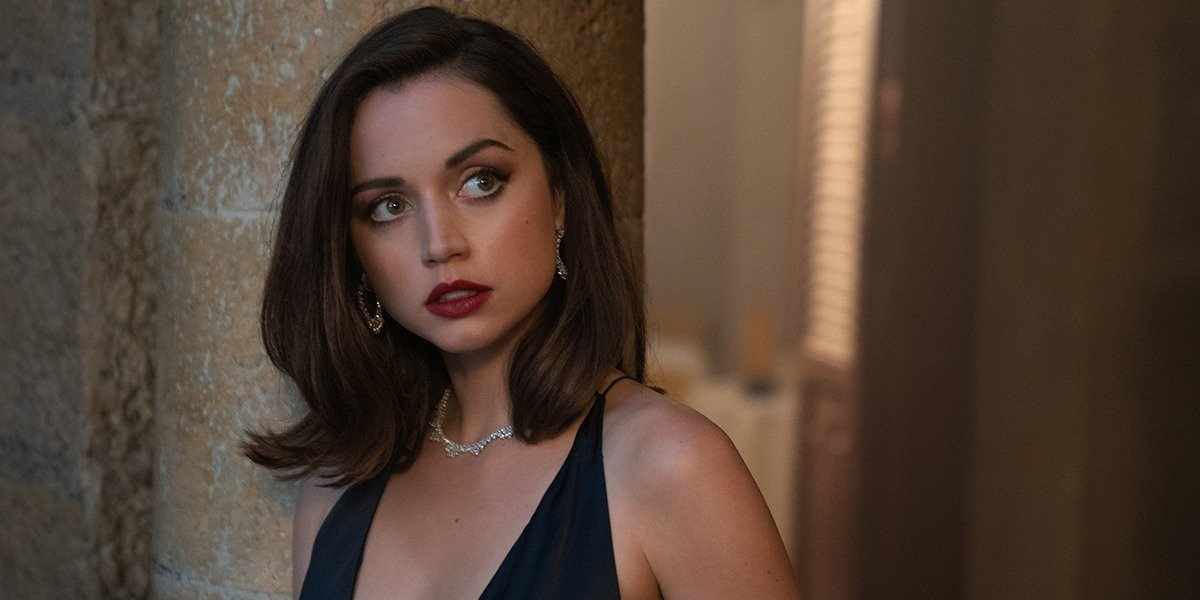 Paloma (Ana de Armas) looks off in No Time to Die (2021)