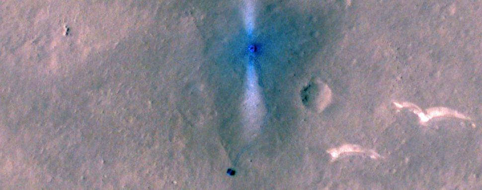NASA spacecraft spots China's Mars rover Zhurong heading south on Red Planet (photo)