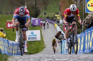 Ronde van Vlaanderen 2021 - Tour of Flanders - 105th Edition - Antwerp - Oudenaarde 263,7 km - 04/04/2021 - Paterberg - Mathieu Van Der Poel (NED - Alpecin-Fenix) - Kasper Asgreen (DEN - Deceuninck - Quick-Step) - photo Tim van Wichelen/CV/BettiniPhoto©2021