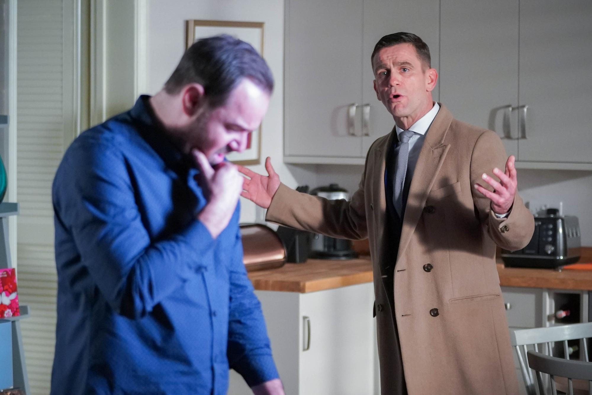 Jack se disculpa con Mick en EastEnders