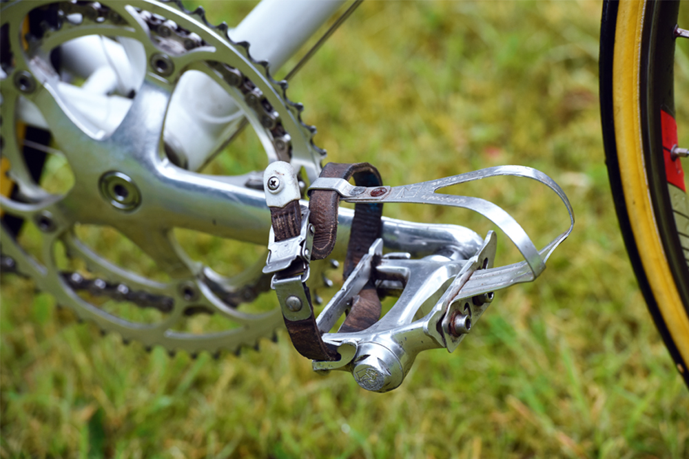 Adrian Timmis's ANC Halfords Peugeot 1987 TDF Bike_Campag pedal Christophe toestraps_edit