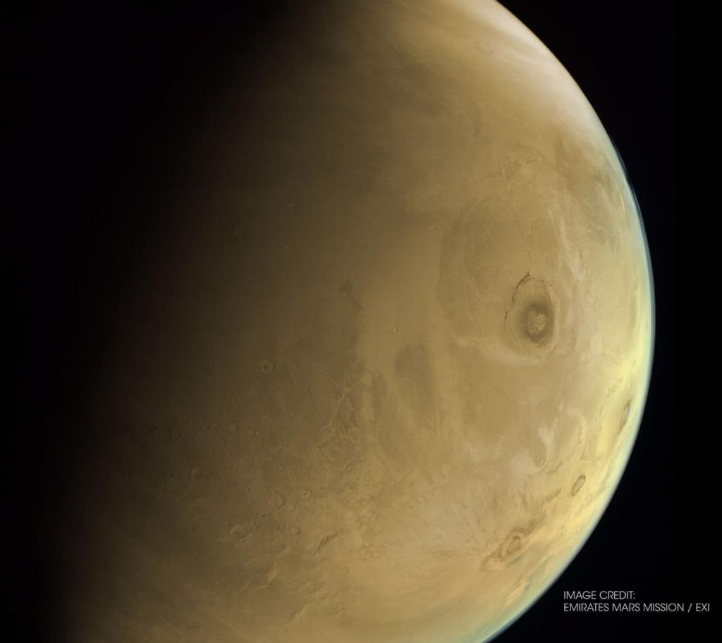 UAE's Hope spacecraft at Mars spies solar system's tallest volcano (photo)