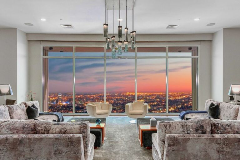 The lounge with views in Matthew Perry's condo