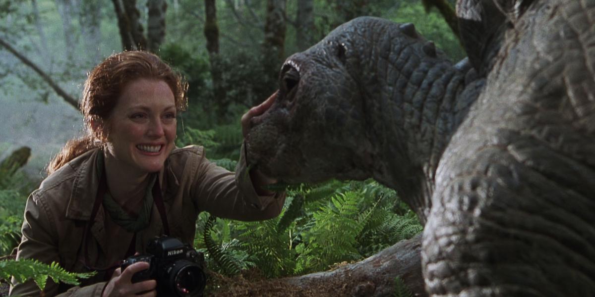 The Lost World: Jurassic Park Julianne Moore pets a baby Stegosaurus