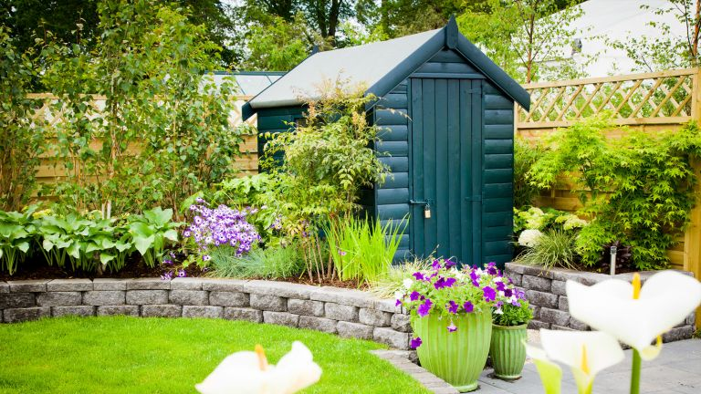 how to paint a shed: green