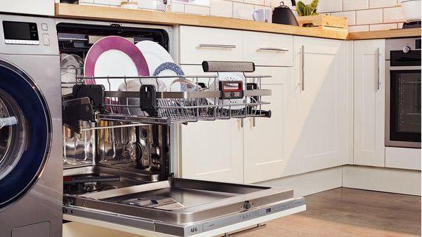 AEG Comfortlift FSS62800P dishwasher