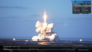 In Photos: SpaceX's 1st Falcon Heavy Rocket Test Launch Success!