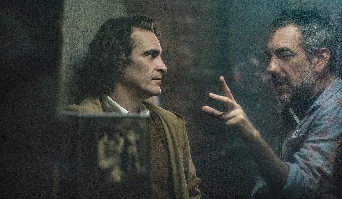 Joker Joaquin Phoenix and Todd Phillips talking on set