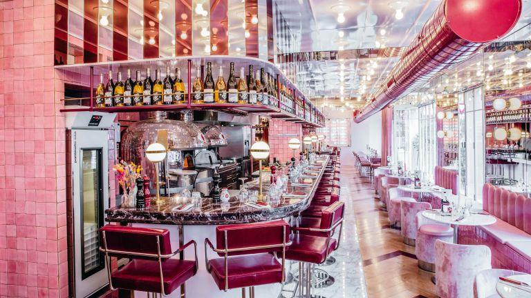 Giorgio bar and pink seats
