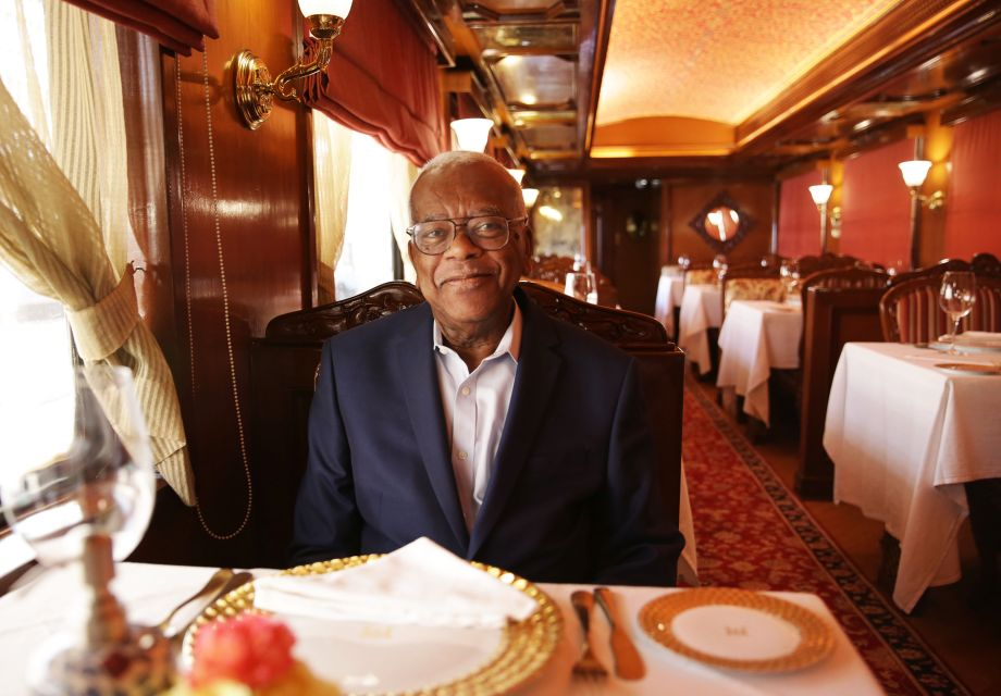 Trevor McDonald's Indian Train Adventure – Trevor on board