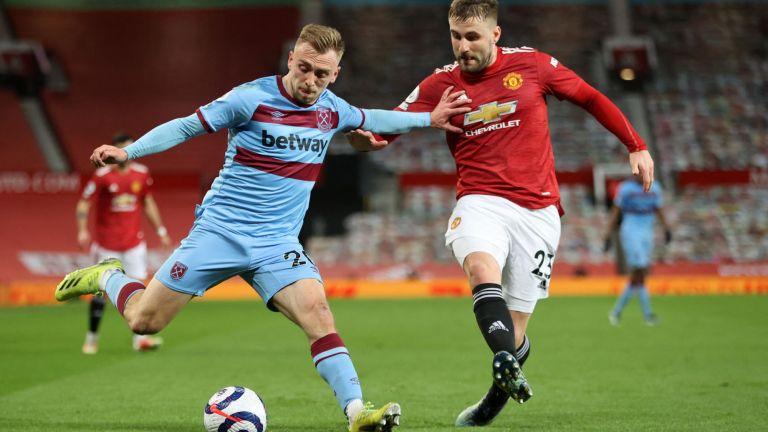 West Ham United's English striker Jarrod Bowen (L) holds off Manchester United's English defender Luke Shaw (R)