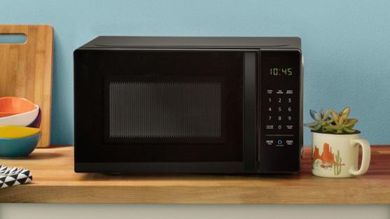 the amazon basics microwave with alexa