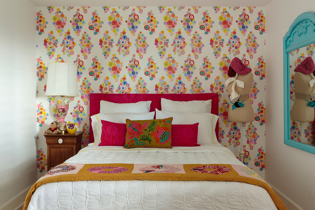Walls are your home's largest surface area, making them a brilliant way to add interest or make an impact. From a statement wall and fun murals to covering an entire room in pattern, wallpaper can create a beautiful look which expresses your personality.