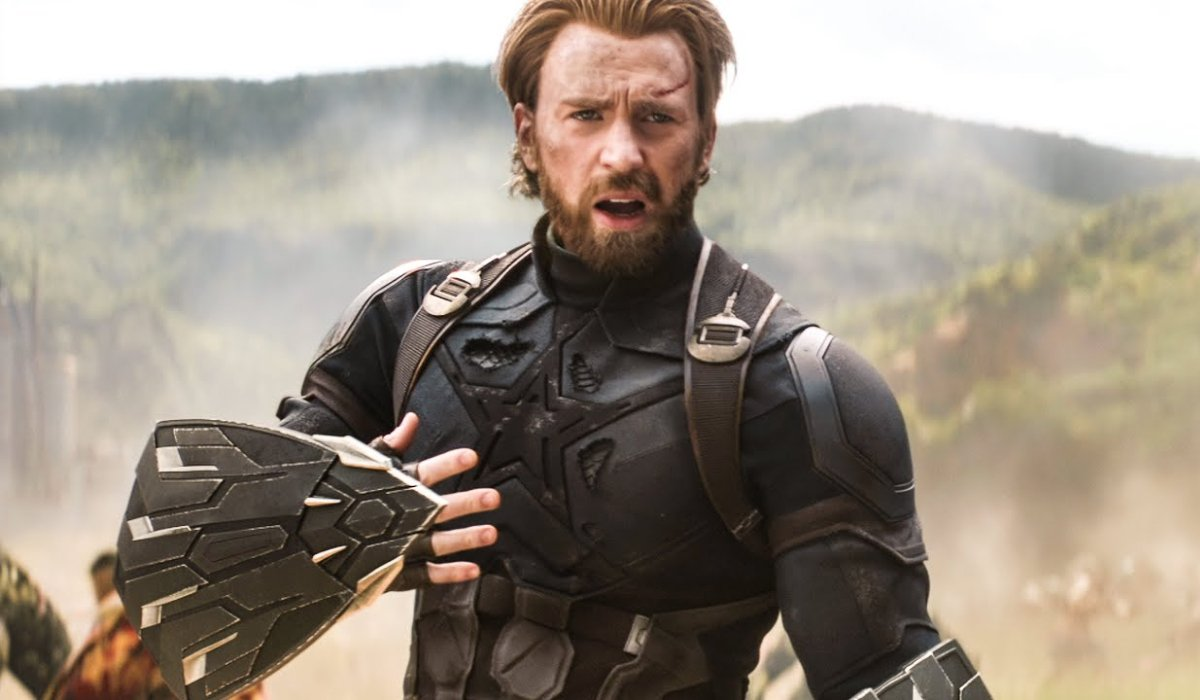 Avengers: Infinity War Chris Evans in battle, wearing the Nomad costume