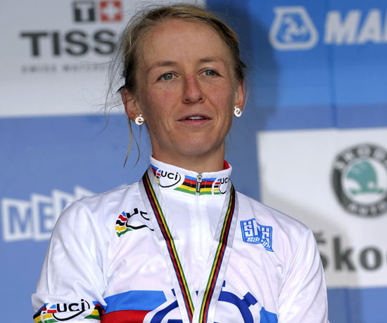 Emma Pooley wins women's time trial, World Championships 2010