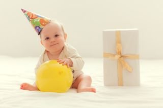 Free newborn photography for royal baby birthdays