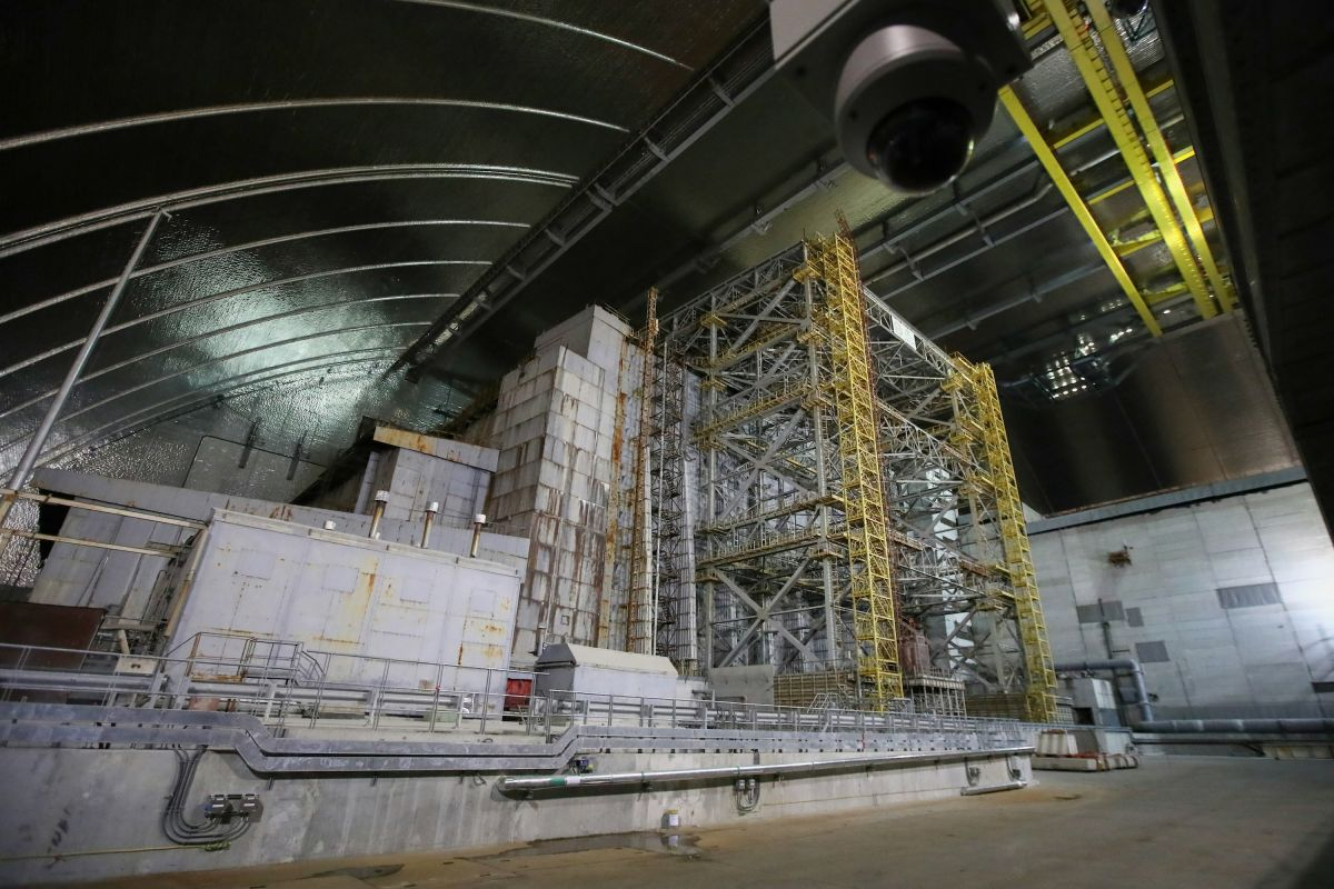 Chernobyl's nuclear fuel is 'smoldering' again and could explode