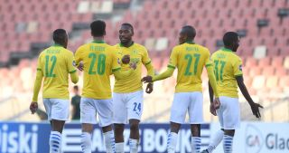 Sibusiso Vilakazi of Mamelodi Sundowns celebrates goal with teammates