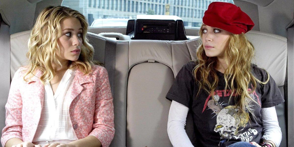 "Mary-Kate (Roxanne ""Roxy"" Ryan) and Ashley Olsen (Jane Ryan) in New York Minute (2004)"