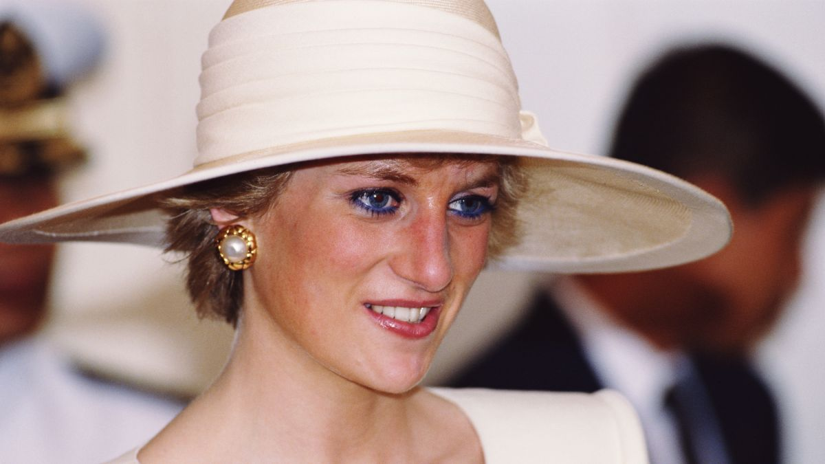 This is why Princess Diana stopped wearing blue eyeliner in the 90s