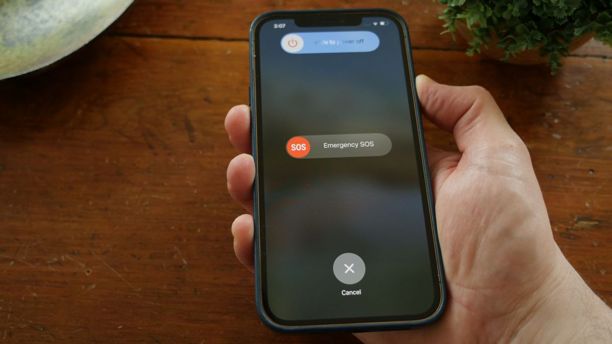 How to turn off an iPhone — Steps for iPhone 12, iPhone 11 and older